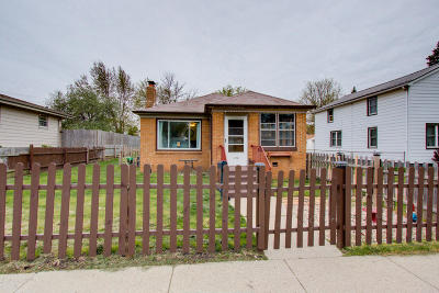 Racine Single Family Home Active Contingent With Offer: 1238 Indiana St