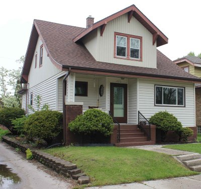 Sheboygan Single Family Home Active Contingent With Offer: 1212 Los Angeles Ave