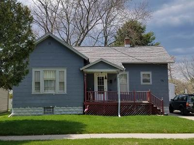 Marinette Single Family Home For Sale: 121 Mill St