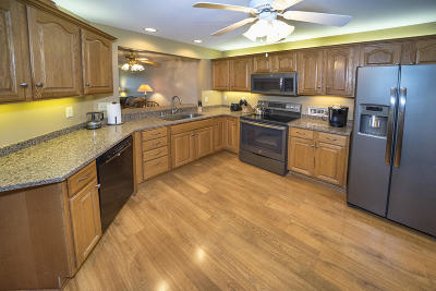 New Berlin Condo/Townhouse Active Contingent With Offer: 12581 W Beloit Rd