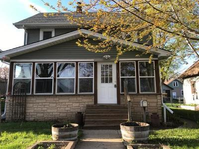 Waukesha Single Family Home For Sale: 1118 Anoka Ave