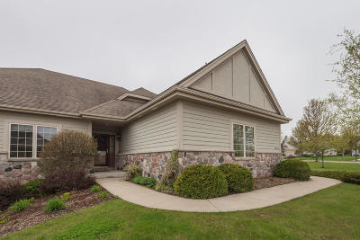 Cedarburg Condo/Townhouse Active Contingent With Offer: N60w5007 Highland Crossing Cir