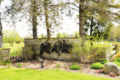 Mequon Single Family Home For Sale: 2929 W Paget Ct