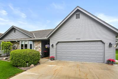 West Bend Condo/Townhouse Active Contingent With Offer: 1420 Hidden Fields Dr