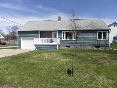 Menominee Single Family Home For Sale: 904 42nd Ave