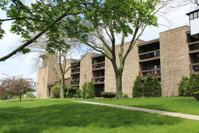 Condo/Townhouse For Sale: 3635 N Tucker Pl #308