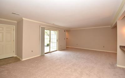 Waukesha County Condo/Townhouse Active Contingent With Offer: W240n2524 E Parkway Meadow Cir #2
