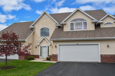 Pewaukee Condo/Townhouse Active Contingent With Offer: 1166 Quinlan Dr #B