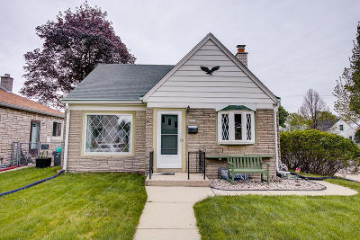 Milwaukee County Single Family Home For Sale: 2476 S 62nd St