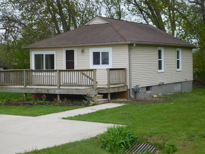 Racine County Single Family Home For Sale: 2810 Lakeshore Dr