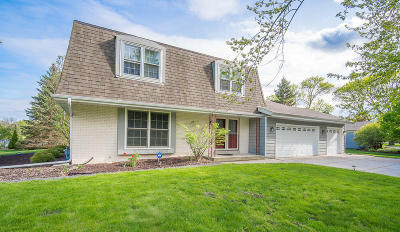 Waukesha County Single Family Home For Sale: 13445 Burlawn Pkwy