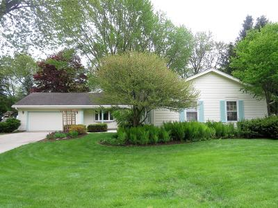 Oconomowoc Single Family Home For Sale: 953 Tanglewood Ct