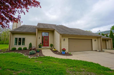 New Berlin Single Family Home For Sale: 13905 W Cardinal Pkwy