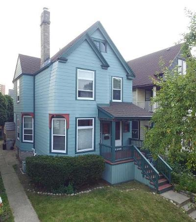 Milwaukee Single Family Home For Sale: 1541 E Irving Pl