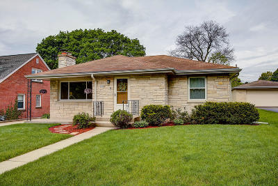Wauwatosa Single Family Home Active Contingent With Offer: 10520 W Stewart Ave