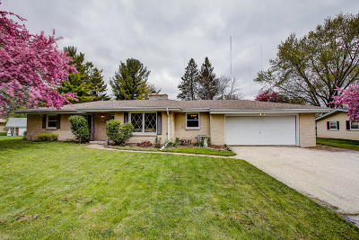 Hales Corners Single Family Home Active Contingent With Offer: 11810 W Denis Ave