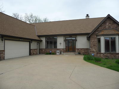 Waukesha Single Family Home Active Contingent With Offer: W260s7315 Vista Del Tierra