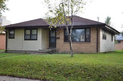 Milwaukee WI Single Family Home For Sale: $109,000