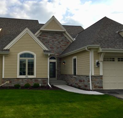 Waukesha County Condo/Townhouse For Sale: 1800 Lindens