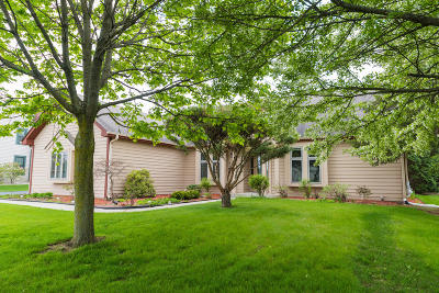 Menomonee Falls Single Family Home Active Contingent With Offer: N48w17367 Thornapple Ct