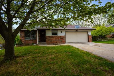 West Bend Single Family Home For Sale: 1207 Pear Tree Ct