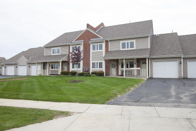 Pewaukee Condo/Townhouse Active Contingent With Offer: 558 Westfield Way #H