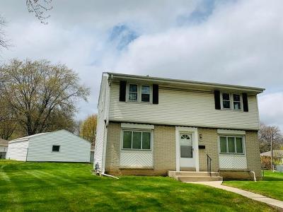 Milwaukee WI Single Family Home For Sale: $199,900