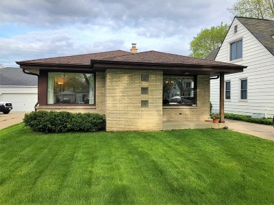 Milwaukee WI Single Family Home For Sale: $157,900