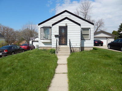 Milwaukee WI Single Family Home For Sale: $109,900