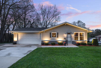 West Bend Single Family Home Active Contingent With Offer: 1137 Green Tree Rd