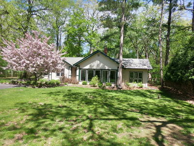 Delafield Single Family Home Active Contingent With Offer: 427 Anderson Dr