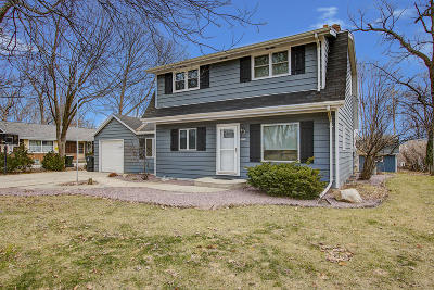 Wauwatosa Single Family Home Active Contingent With Offer: 2520 N 111th St