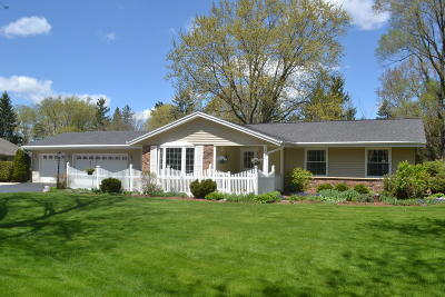 New Berlin Single Family Home Active Contingent With Offer: 18180 W Plateau Ln