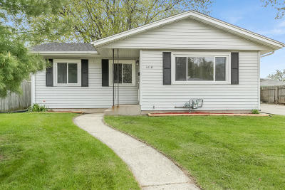 Kenosha Single Family Home For Sale: 1418 87th St