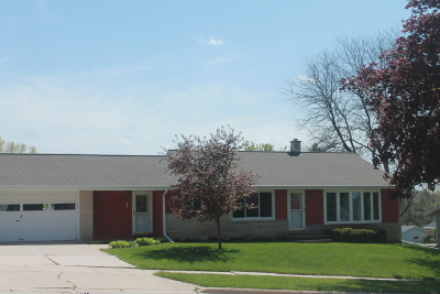 West Bend Single Family Home For Sale: 319 Babalee Ln