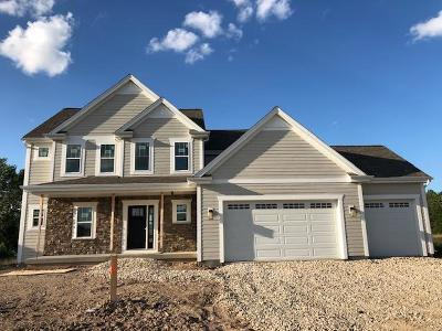 Mequon Single Family Home For Sale: 8440 W Highlander Drive