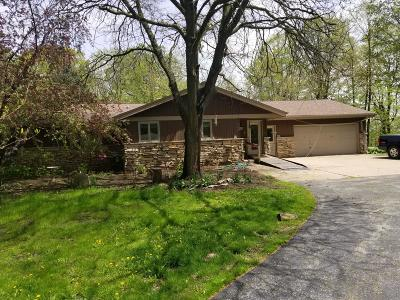 West Bend Single Family Home For Sale: 4550 Hillside Rd
