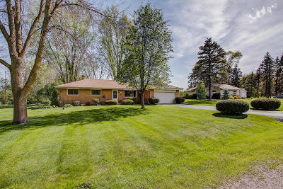 Menomonee Falls Single Family Home Active Contingent With Offer: N57w15523 El Camino Dr