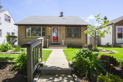 Milwaukee County Single Family Home For Sale: 4620 N 71st St