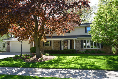 West Bend Single Family Home Active Contingent With Offer: 1044 Timberline Dr