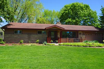 Muskego Single Family Home For Sale: W132s6680 Fennimore Ln