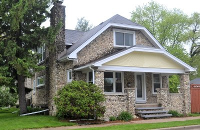 Waukesha Single Family Home Active Contingent With Offer: 704 Westowne Ave