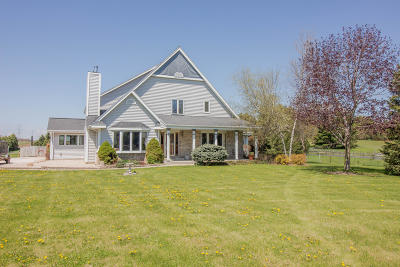 Hartland Single Family Home Active Contingent With Offer: W275n7859 Lake Five Rd
