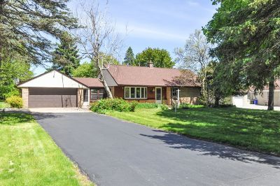 Brookfield Single Family Home Active Contingent With Offer: 14160 Newell Dr