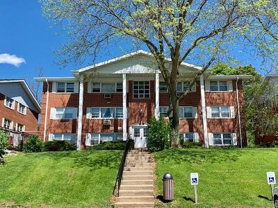 Lake Geneva Condo/Townhouse For Sale: 215 Country Club Dr #2D