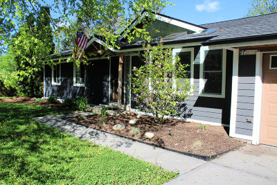 Hartland Single Family Home Active Contingent With Offer: 630 Coventry Ln