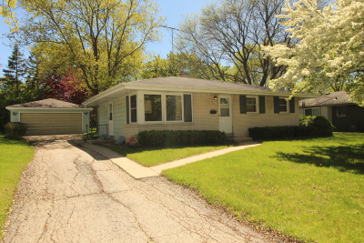 Milwaukee Single Family Home For Sale: 10955 W Cameron Ave