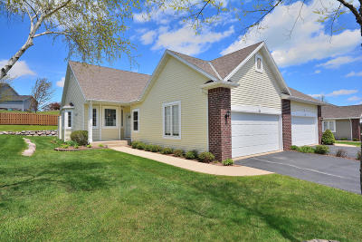 Belgium, Cedar Grove, Howards Grove, Kohler, Oostburg, Plymouth, Port Washington, Random Lake, Saukville, Sheboygan, Sheboygan Falls Condo/Townhouse For Sale: 944 Algoma Dr