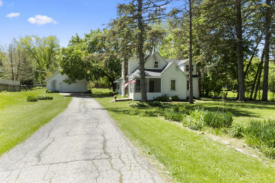 Williams Bay Single Family Home Active Contingent With Offer: 125 Hillview Rd