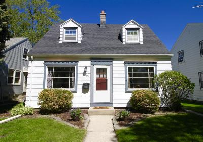 Milwaukee Single Family Home For Sale: 3552 S 19th St